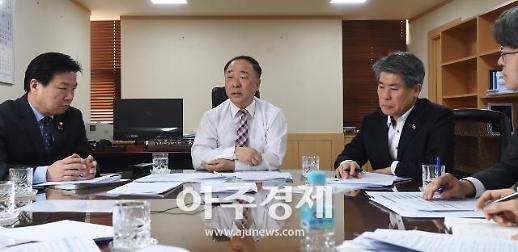 """정부 카드공제 축소 vs 납세자연맹 """"근로자 증세 반대"""""""