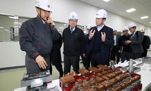 이재갑 고용부 장관, 원·하청 공생협력 우수기업 LG전자 평택 공장 방문