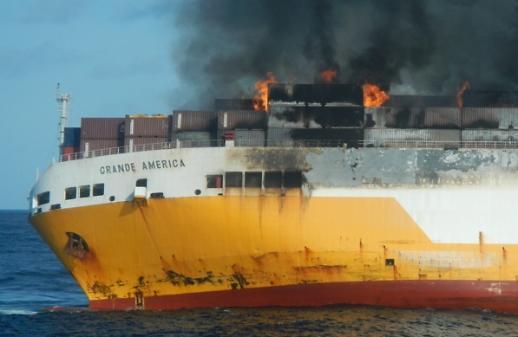 [포토] 대서양서 불타는 화물선