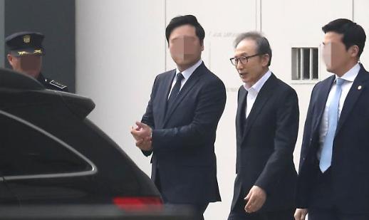 이명박, 오늘 보석 후 첫 재판…이팔성 전 우리금융 회장 불출석