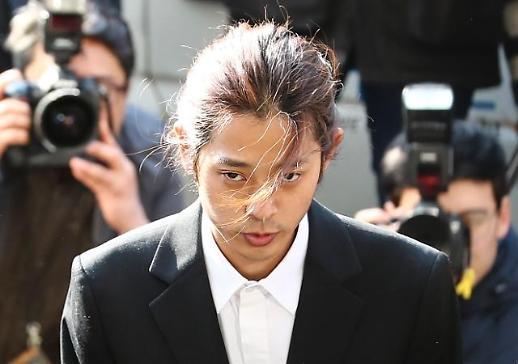 경찰, 성관계 몰카 논란 정준영 구속영장 검토...마약검사 실시