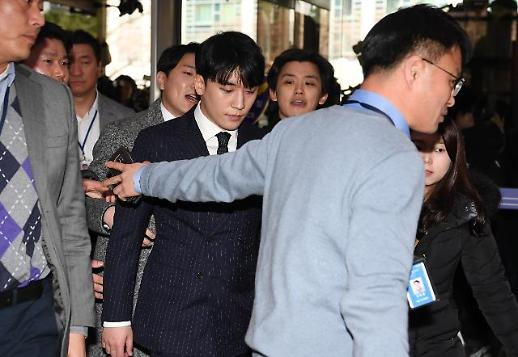 성접대·몰카 승리·정준영 경찰 출석...전세계 주목