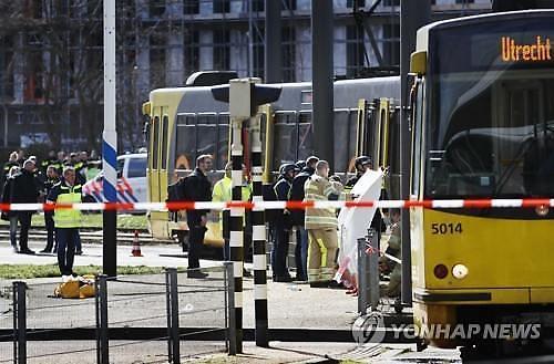 네덜란드 총기난사에 3명 사망...테러 공포 확산