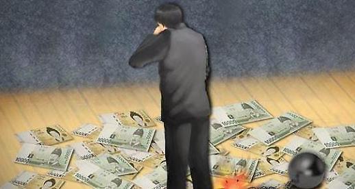 소득은 제자리 빚은 눈덩이… 서민들 지갑 닫는다