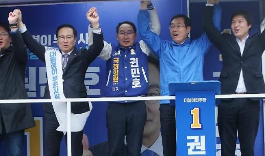 [포토] 열기 후끈한 창원 보궐선거