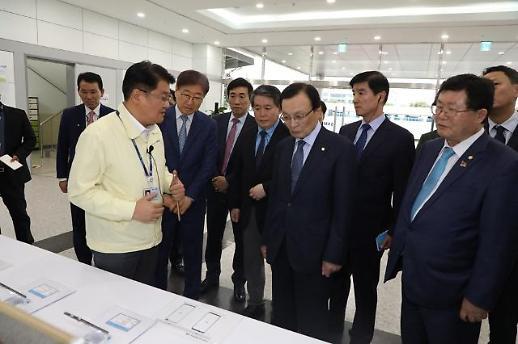 이해찬, 베트남 삼성전자 공장 방문…경제 협력 역할 당부(종합)