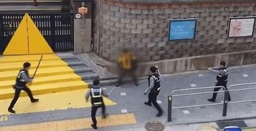 초등학교 흉기 난동 만취 남성, 경찰 공포탄·테이저건에 보인 반응은?