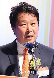 '가습기살균제 판매' 안용찬 전 애경 대표, 법원 출석…오늘 구속 판가름