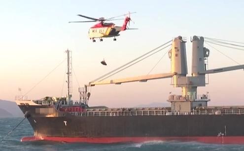 [포토] 외국인 선원 헬기 구조