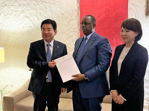 김진표 의원, 세네갈 대통령 취임식 참석…文정부 첫 아프리카 지역 특사