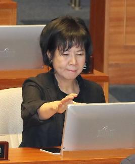 """손혜원, 부친 유공자 특혜 논란에 """"니들 아버지는 그때 뭐하셨지"""""""