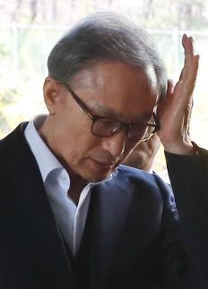 '이명박 뇌물' 핵심증인 이팔성, 오늘 강제 증인소환
