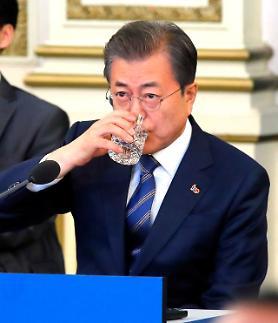 문재인 대통령 지지율 40%선도 위험…부정평가 8%P↑ 취임 후 최저치