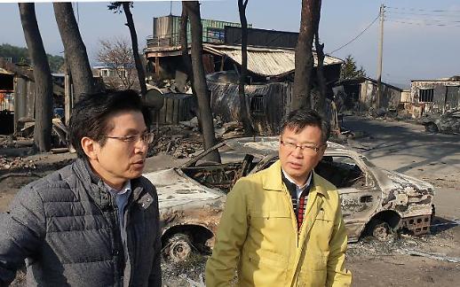 [포토] 고성 산불 피해 지역 살피는 황교안 대표