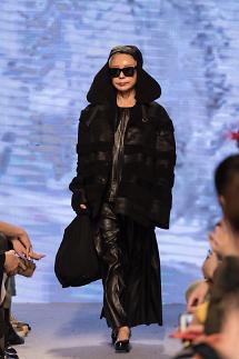 제이액터스 '2019 F/W 하이 서울 패션 위크 박종철 디자이너 패션쇼' 올라