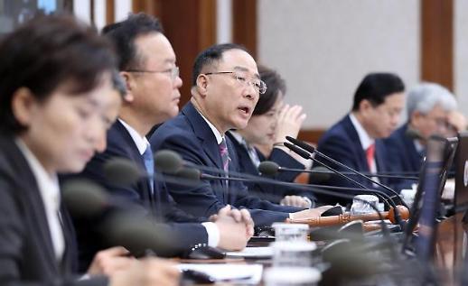 """홍남기, """"조선•자동차•디스플레이 등 주력산업 혁신 통해 수출 회복 앞당길 것"""""""