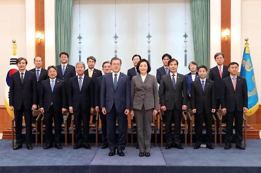 文대통령, 김·박 참석 첫 국무회의 주재…메시지 주목