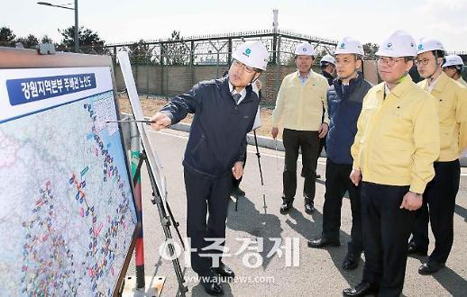 [포토] 강원 산불 피해지역 찾은 성윤모 산업부 장관