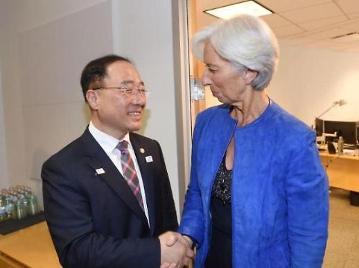 라가르드 IMF 총재 만난 홍남기 한국, 추경 통해 하방위험 선제 대응