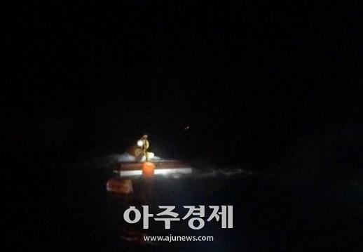 포항 호미곶 앞바다에서 어선 침수...승선원 7명 전원 구조
