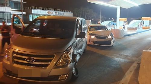 군산 금은방 절도, 용의자 경찰 차량 들이받고 붙잡혀…형사 2명 부상