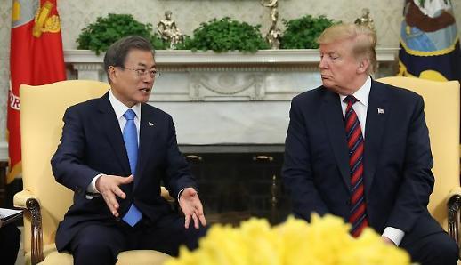 文대통령, 15일 수보회의서 한미정상회담·대북특사 언급할 듯
