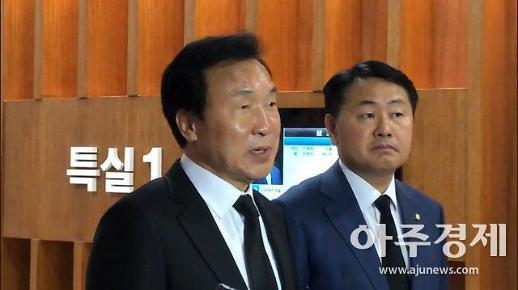 """손학규, 조양호 빈소 조문 """"정치로 회장직 물러나 아쉽다"""""""