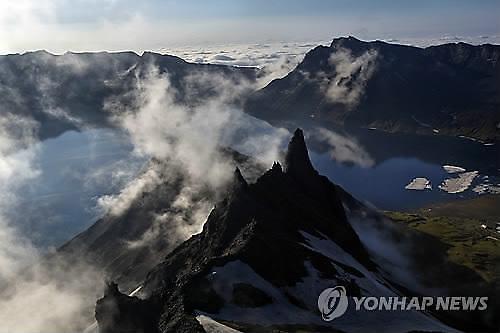 백두산 화산 폭발하면 남한 경제 11조원 피해 본다(?)