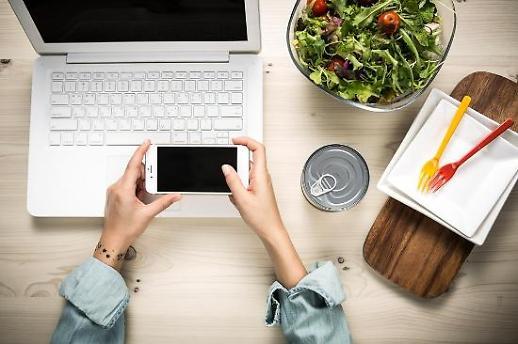 스마트폰 교체주기 2년 공식 깨지나...혁신 부진에 사용기간 늘었다
