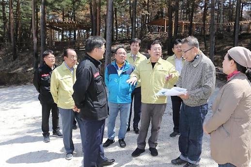 김기문 중기중앙회장, 산불피해 中企 찾아가 성금 전달