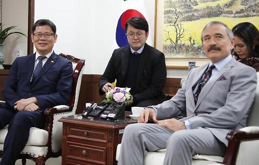 김연철-주한 미국대사 북핵문제 해결 위해 긴밀히 협력…함께 일할 것 기대