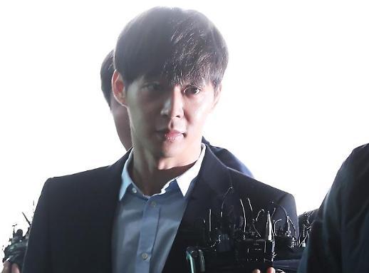 [영상] 박유천 경찰 출석…황하나에 마약강요·탈색 질문에 '침묵'