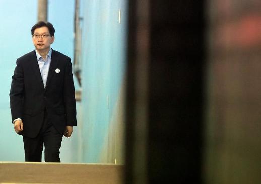 """김경수 지사 77일만에 석방…법원 """"보증금 2억·거주지 창원 제한""""(종합)"""