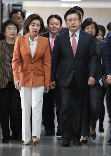 황교안 취임 50일…안정적 보수 재건 총선 승부처