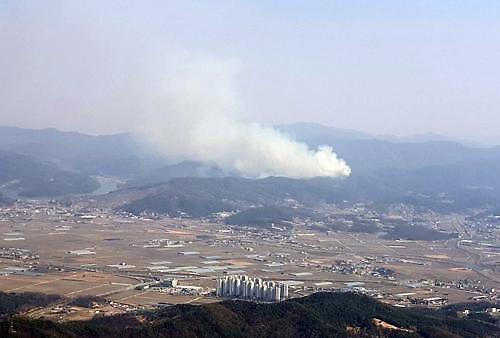 안성 산불 2시간만에 꺼졌다…인근 도로 용접중 화재 가능성 커