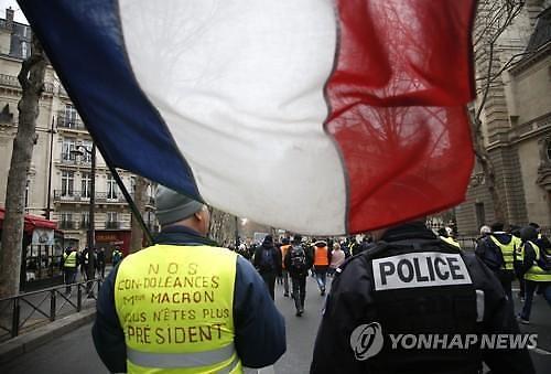 노트르담 성당 고액 기부에 분노...反정부 시위 격화 조짐