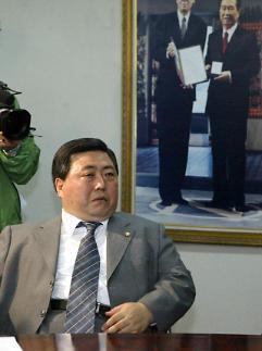 김홍일 전 의원, 5·18 구묘역 임시안장 후 국립묘지 이장 추진