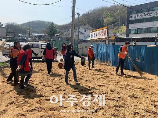 안양시 박달2동 호현마을 부근 코스모스 꽃밭 조성