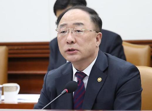 홍남기 아시아나항공에 1조6000억원 투입