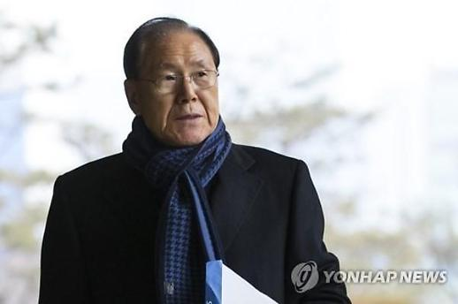 MB 재판 심리 압박으로 불출석 했냐 질문에… 김백준 아들 고개 '끄덕'