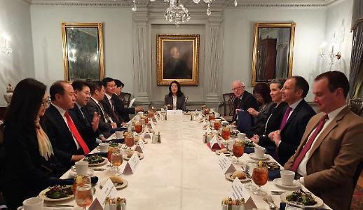 美 이란산 원유수입 예외적 허용 중단...외교부 시한까지 노력할 것
