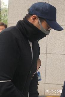 '11차례 마약투약' 정주영 손자 법원 출석…질문엔 '묵묵부답'