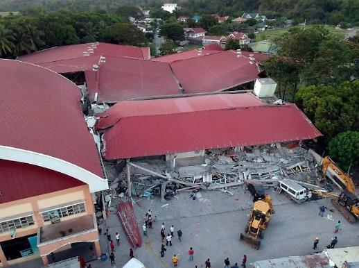 필리핀 지진 경험한 사람들 루프탑 수영장에서 물이 폭포처럼… [포토]