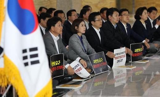 한국당, 여야4당 패스트트랙 추인 반발...국회 철야농성