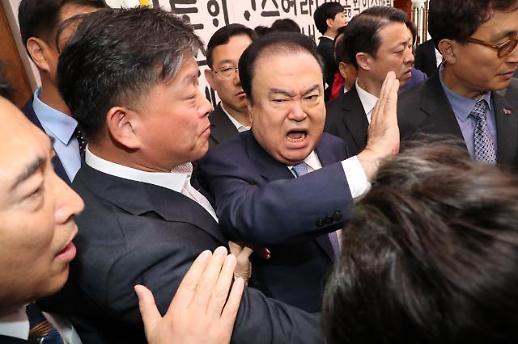 文의장, 한국당 항의에 쇼크…병원 이송
