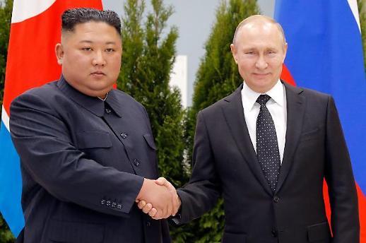 [포토] 김정은과 악수하는 푸틴