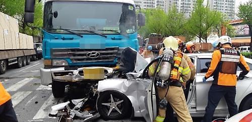 [포토뉴스]인천시 중구 아파트 사거리서 교통사고로 1명사망,1명중상