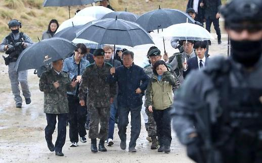 文대통령, DMZ 평화의 길 방문… 평화경제 행보 박차
