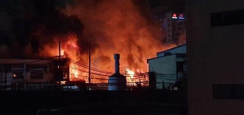 제비스코 공장 화재, 고성능화학 소방차 투입…대응 2단계로 하향