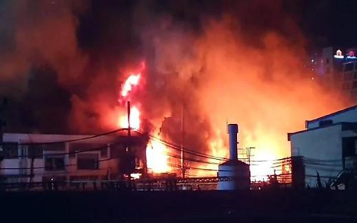 [포토] 군포 페인트 공장서 큰 불